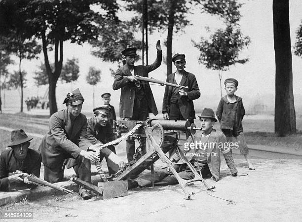 Germany Free State Prussia Province of Upper Silesia Silesian Uprising 1921 Polish militia Guards with machinegun blockade a street 1921 Photographer...