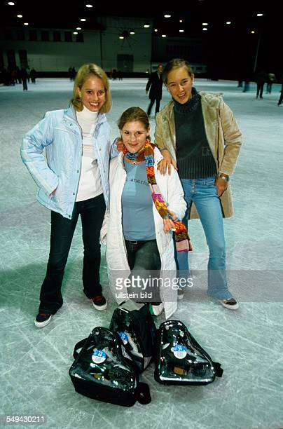 Germany: Free time.- Three young women on an ice-skating rink.
