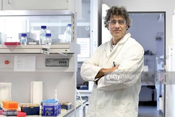 Germany, Freiburg, Scientist in laboratory