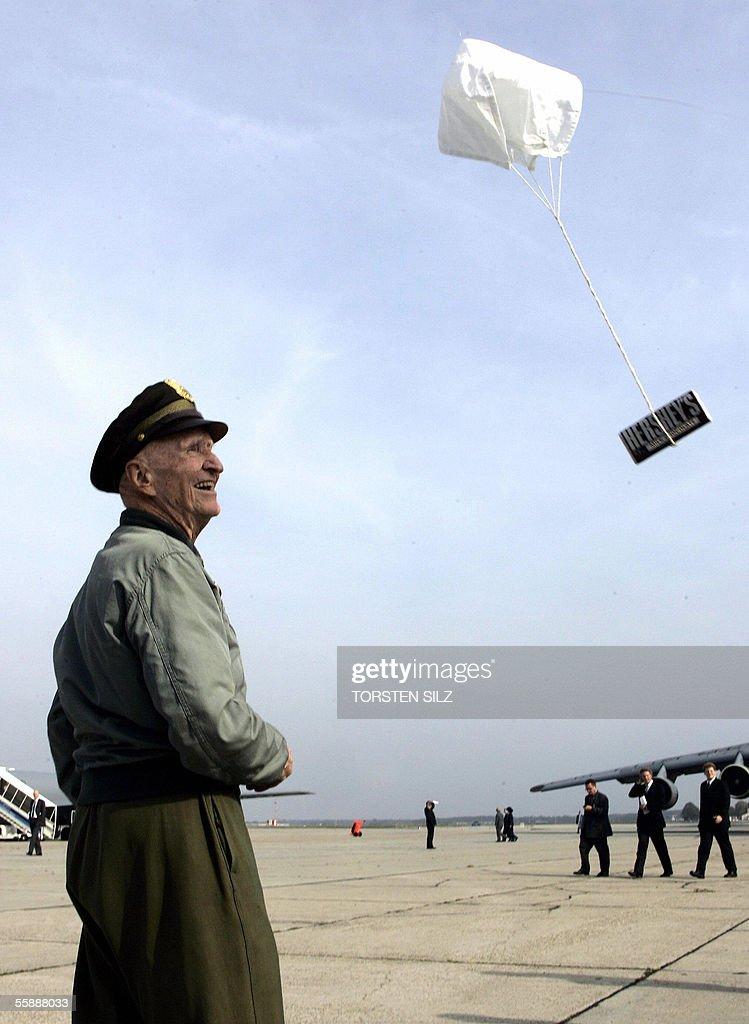 Gail S. Halvorsen, former US pilot of a : News Photo