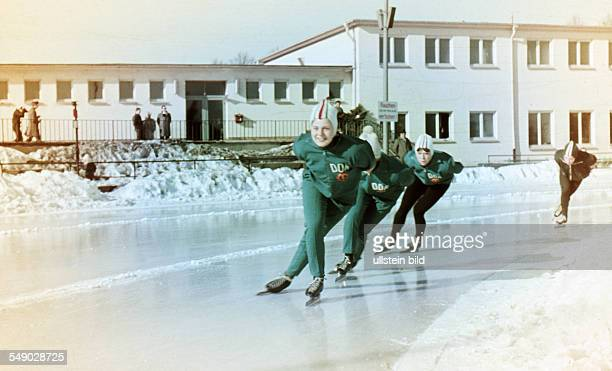 about 1971 ice speed skating A women's team