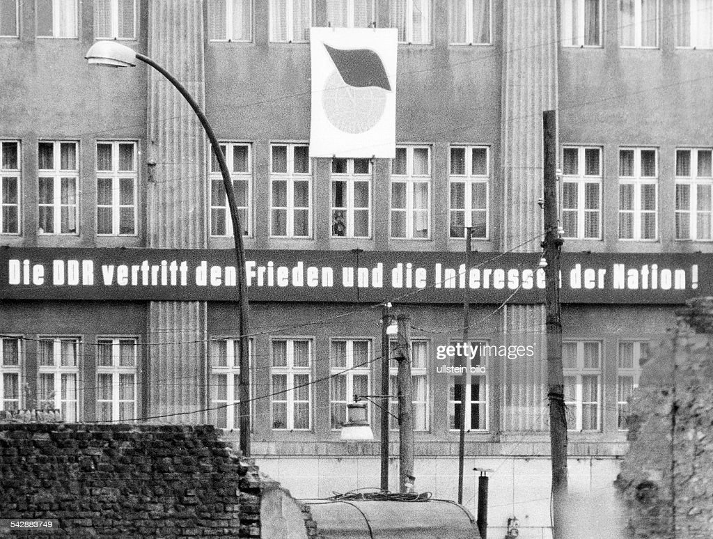 Germany / GDR, Berlin  Propaganda in East-Berlin     News