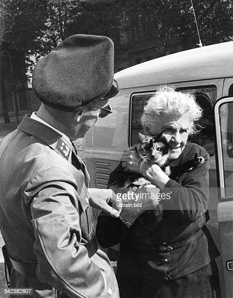 Germany / GDR Berlin Refugee Frieda Schulze jumped out of the window from the 1rst floor to WestBerlin Bernauer Strasse 1961