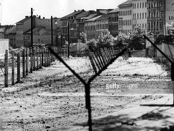 Germany / GDR Berlin The border at Bernauer Strasse 1967