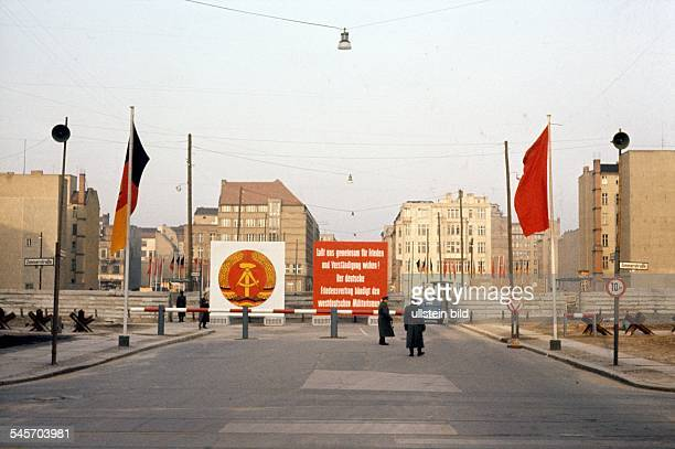 Germany / GDR Berlin The building of the wall Border crossing at Checkpoint Charlie August 1961