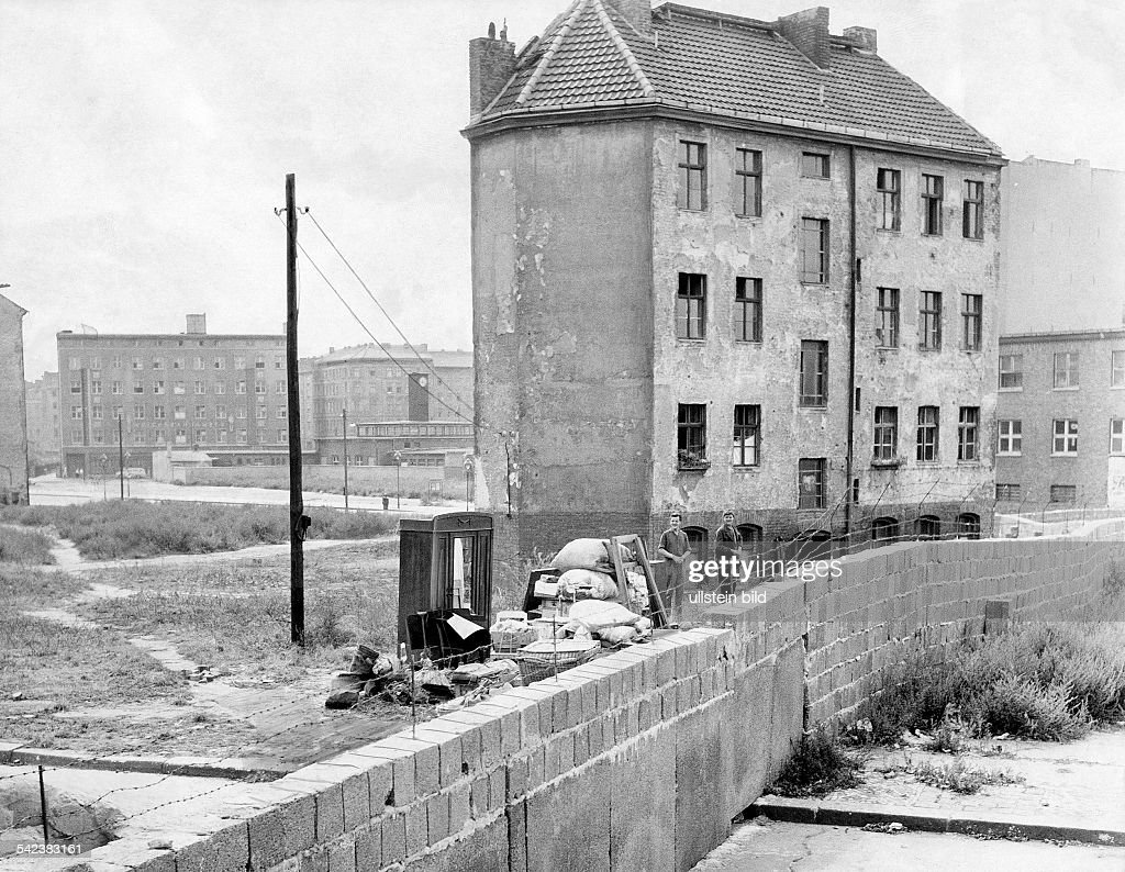 Germany / GDR, Berlin. The building of the wall. Evicted house at Bernauer Strasse. 1961 : News Photo