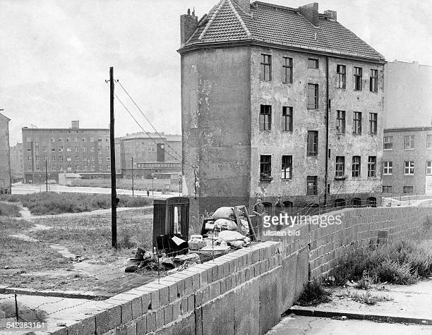 Germany / GDR Berlin The building of the wall Evicted house at Bernauer Strasse 1961