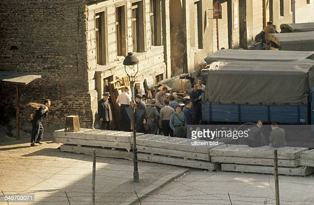 Germany / GDR Berlin The building of the wall Eviction of house at Bernauer Strasse August 1961