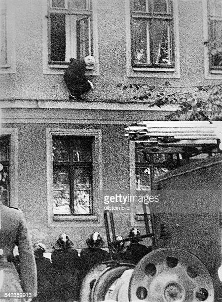 Germany / GDR Berlin The building of the wall Frieda Schulze escaping out of the window of her flat in EastBerlin to WestBerlin Bernauer Strasse...