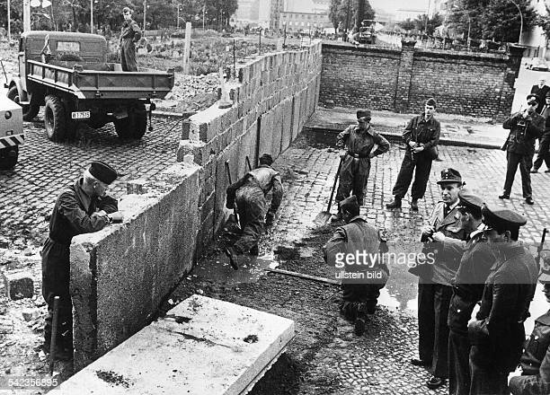 Germany / GDR Berlin The wall at Bernauer Strasse 1963