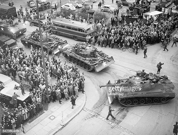Germany / GDR Berlin US tanks at Checkpoint Charlie October 1961