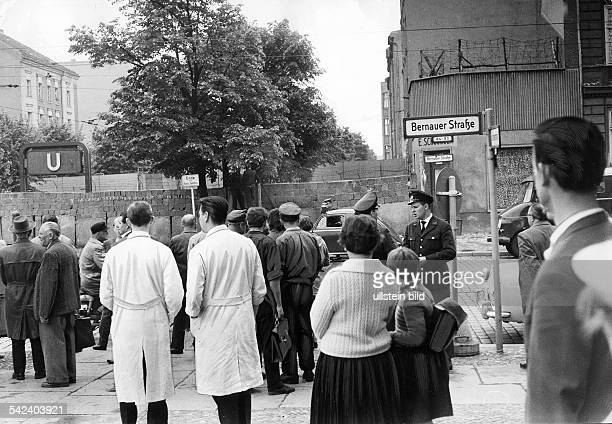 Germany / GDR Berlin WestBerlin citizens demonstrating against the wall at Bernauer Strasse Wedding May 1962
