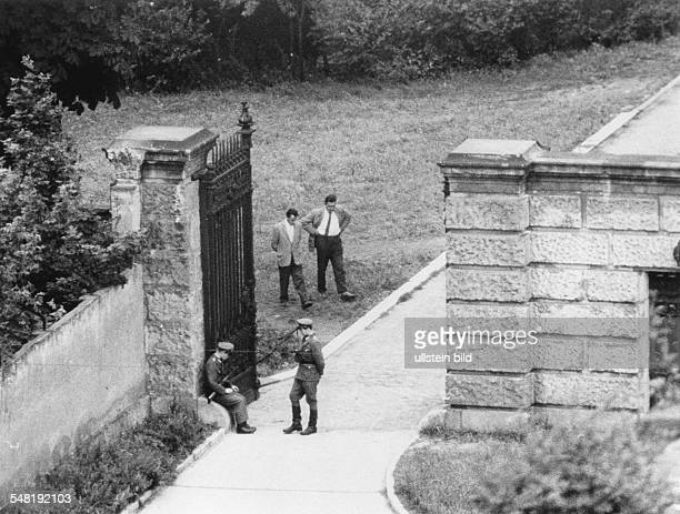 Germany / GDR EastBerlin EastGerman policemen and members of the state security service in the garden of the ministry August 1961