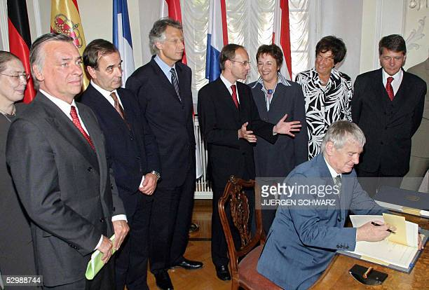 German Interior Minister Otto Schily signs signed a new version of the Schengen agreement 27 May 2005 in the western city of Pruem as Interior...