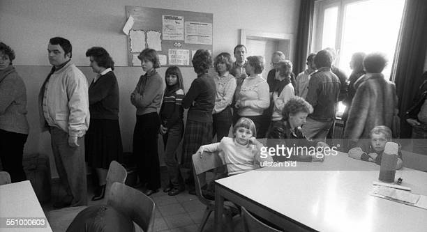 29 years ago these emigrants came from the GDR in the refugee camp in Hesse Many of them were ransomed by the federal government