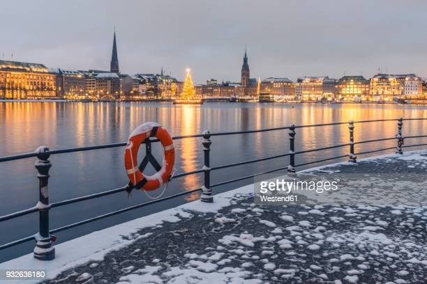 Germany, Hamburg, Binnenalster and city view in winter