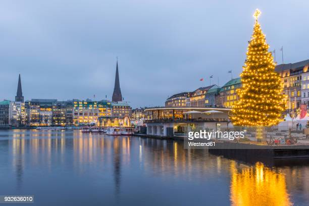Germany, Hamburg, Binnenalster, Jungfernstieg and Christmas tree
