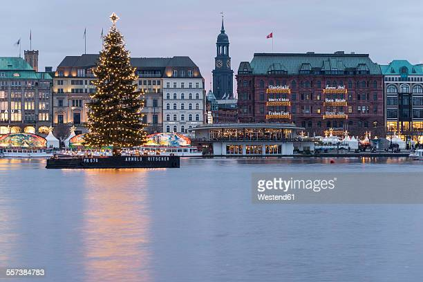 germany, hamburg, binnenalster with lighted christmas tree - hamburg duitsland stockfoto's en -beelden