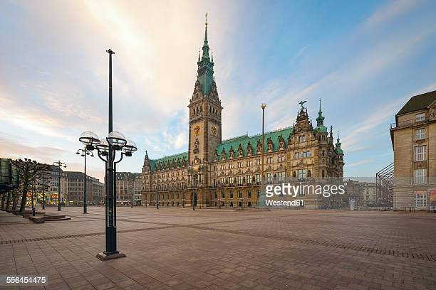 germany, hamburg, city hall in the morning - städtischer platz stock-fotos und bilder