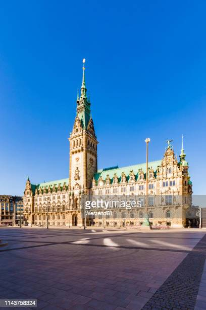 germany, hamburg, city hall market with city hall - rathaus stock-fotos und bilder