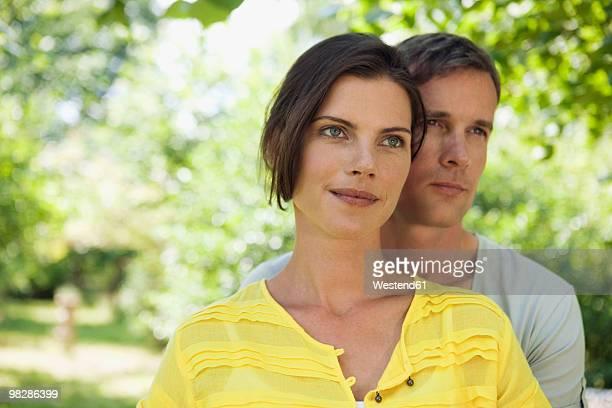 Germany, Hamburg, Couple in garden, portrait, close-up