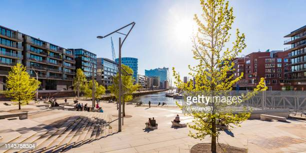 germany, hamburg, hafencity, magellan terraces, sandtorhafen and modern residential houses - hamburg germany stock pictures, royalty-free photos & images