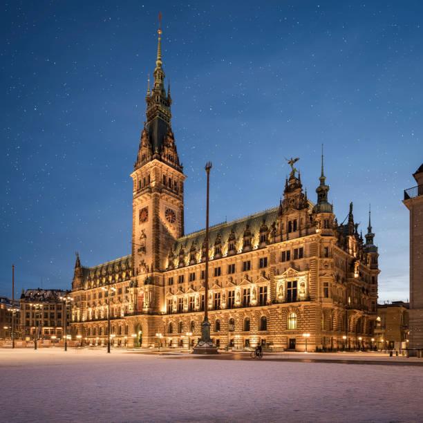 Germany, Hamburg, Hamburg City Hall at dusk