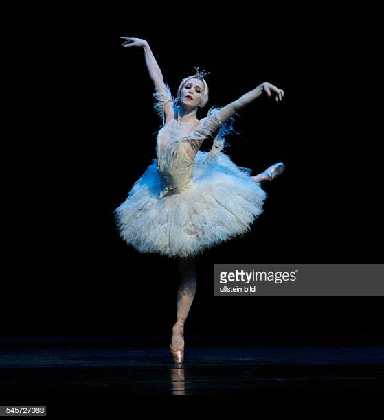 Germany Hamburg Hamburg Staasoper showing the ballet 'Illusions like Swan Lake' choreography John Neumeier dancer Silvia Azzoni
