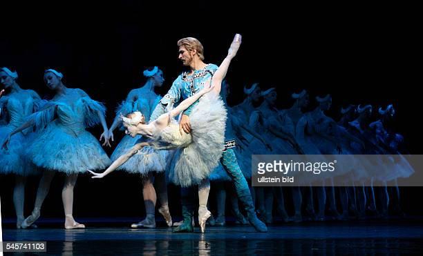 Germany Hamburg Hamburg Staasoper showing the ballet 'Illusions like Swan Lake' choreography John Neumeier dancer Dario Franconi mit Silvia Azzoni