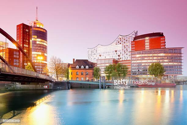 Germany, Hamburg, Hanseatic Trade Center and Elbphilharmonie at Kehrwiederspitze