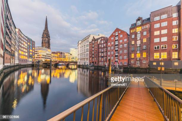 germany, hamburg, nikolai fleet and st. nicholas' church in the evening - hamburg germany stock pictures, royalty-free photos & images