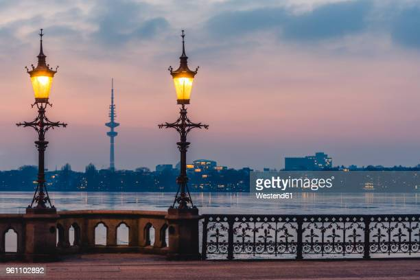 germany, hamburg, outer alster lake, schwanenwik bridge, heinrich-hertz tower in the evening - hertz stock pictures, royalty-free photos & images
