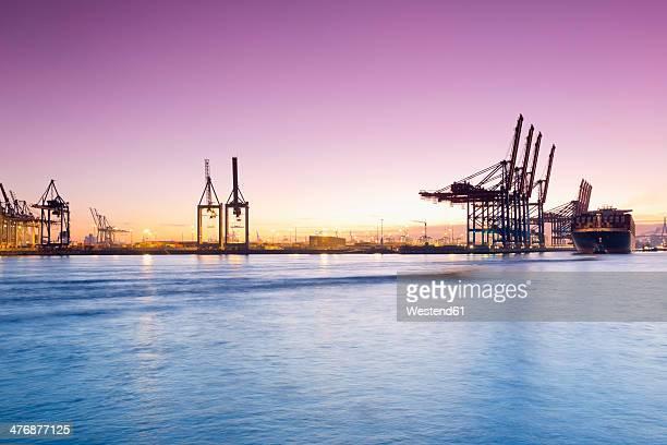 germany, hamburg, parkhafen, harbour, elbe, container ship - エルベ川 ストックフォトと画像
