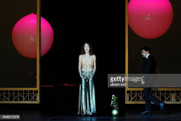 play 'Lady of the Camellias' by Alexandre Dumas fils direction Ivo van Hove premiere Chris Nietvelt and Felix Kramer