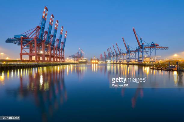 germany, hamburg, port of hamburg, container terminal in the morning - harbour stock pictures, royalty-free photos & images