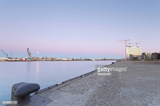 Germany, Hamburg, Quay at Norderelbe with view to Elbphilharmonie
