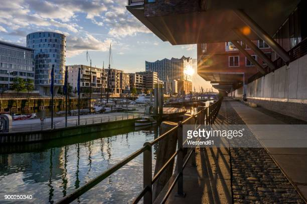 germany, hamburg, sandtor harbour, elbe philharmonic hall in the background - elbphilharmonie stock pictures, royalty-free photos & images