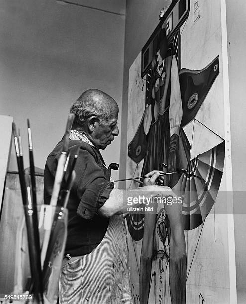 Germany Hamburg School of Art at Lerchenfeld pop artist Richard Lindner painting in his studio