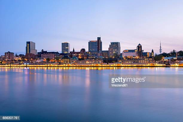 Germany, Hamburg, Skyline, view of the northern bank of the Elbe in the morning