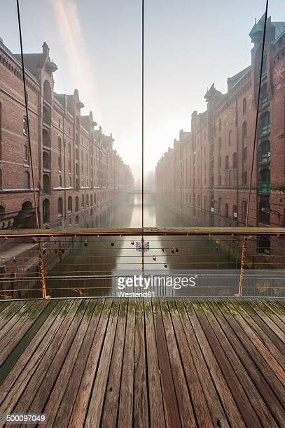 Germany, Hamburg, Speicherstadt, Wandrahmsfleet at sunrise