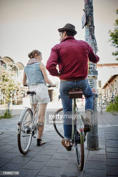 Germany, Hamburg, St. Pauli, Couple exploring the city on their bicycles