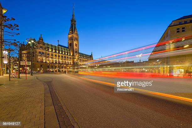 germany, hamburg, town hall and street at night - rathaus stock-fotos und bilder