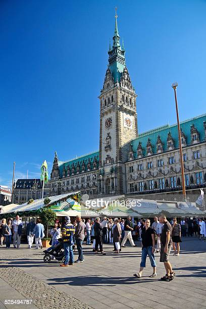 germany, hamburg, view to city hall with stands at the townhall square - marktplatz stock-fotos und bilder