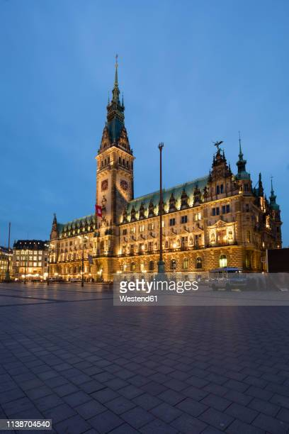germany, hamburg, view to lighted hamburg city hall - town hall square stock pictures, royalty-free photos & images