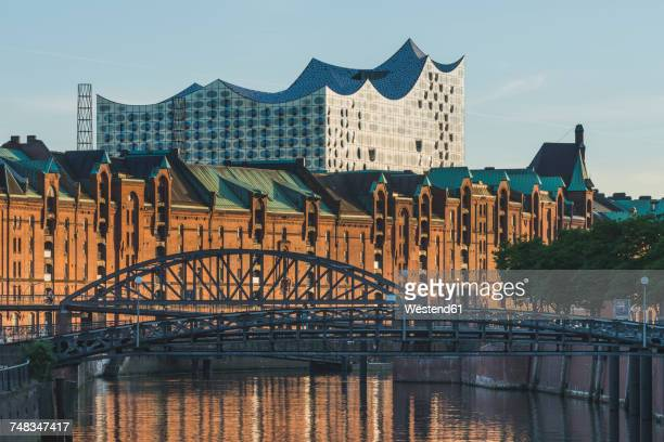germany, hamburg, view to zollkanal and old warehouse district with elbe philharmonic hall in the background - elbphilharmonie stock pictures, royalty-free photos & images