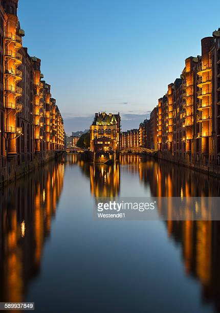 Germany, Hamburg, Wandrahmsfleet in the historic warehouse district in the evening, Speicherstadt