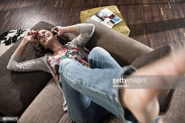 germany, hamburg, woman using mobile phone, elevated view - auf den kopf gestellt stock-fotos und bilder