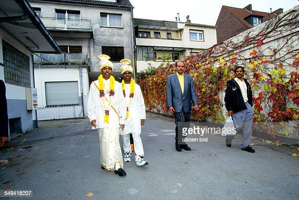 HinduTamils in Germany Wedding the bride and witness to the marriage on their way to the wedding ceremony