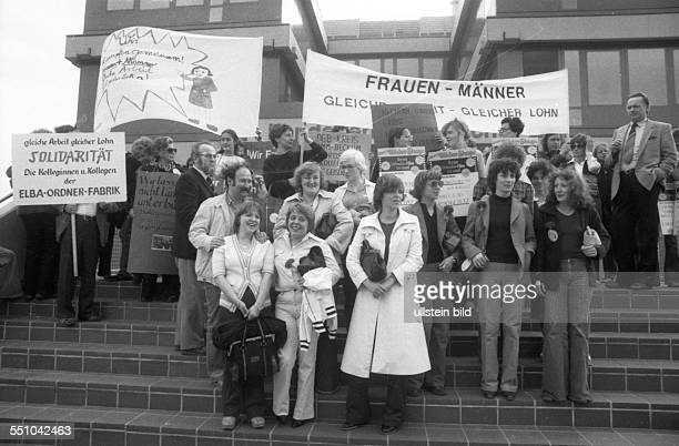 The action to achieve equality in the wage of a man before the Landesarbeitsgericht Hamm this Gelsenkirchen women lost hired as a photography firm...