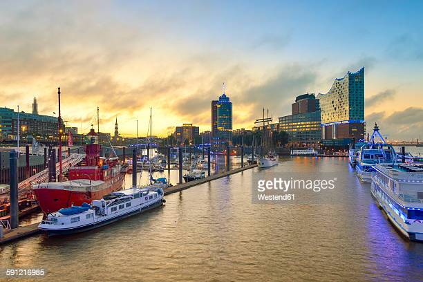 Germany, Harbour at sunrise, with Elbphilharmonie and Hanseatic Trade Center in background